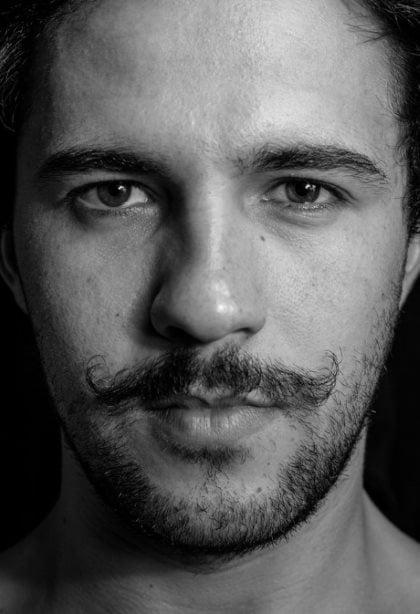 barbe de 3 jours et moustache