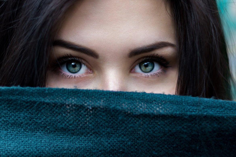 regard d'une femme